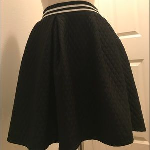 Dresses & Skirts - Quilted Skirt Size Medium